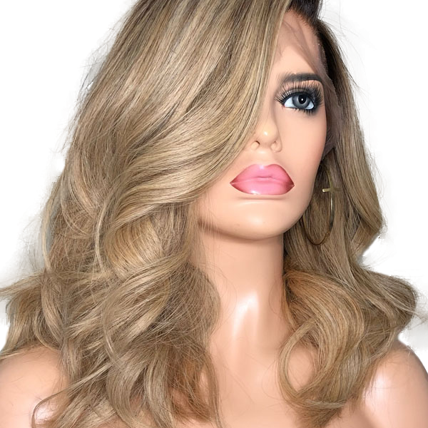 Beautiful Lady Wig in Blonde Ombre